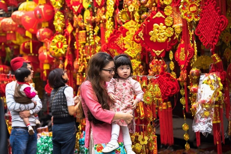 What are special customs in Vietnam traditional Tet holiday?
